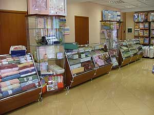 """Торговые витрины и системы труб в магазин """"Николь"""""""