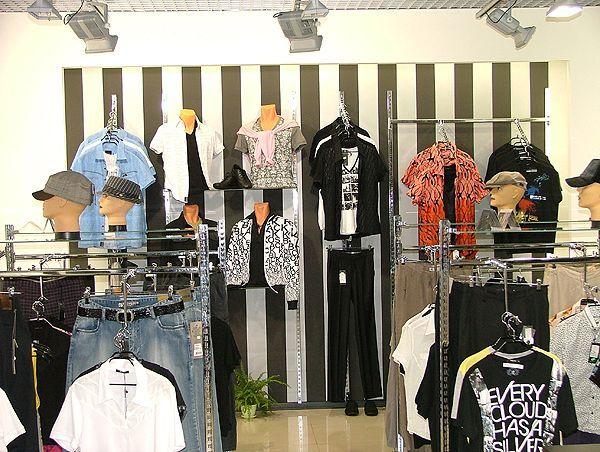 """Торговое оборудование для магазина одежды Эгоист, ТЦ """"МОЛЛ"""""""
