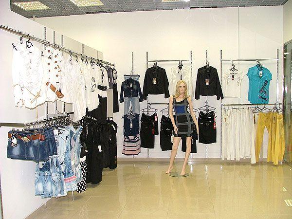 """Торговое оборудование для магазина одежды """"RIZELLI"""", ТРЦ """"Европа-27"""""""