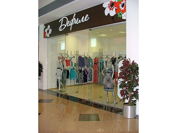 """Торговое оборудование для магазина одежды Дефиле, ТЦ """"Европа"""""""