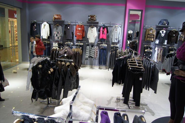 Торговое оборудование для магазина женской одежды BadGirl