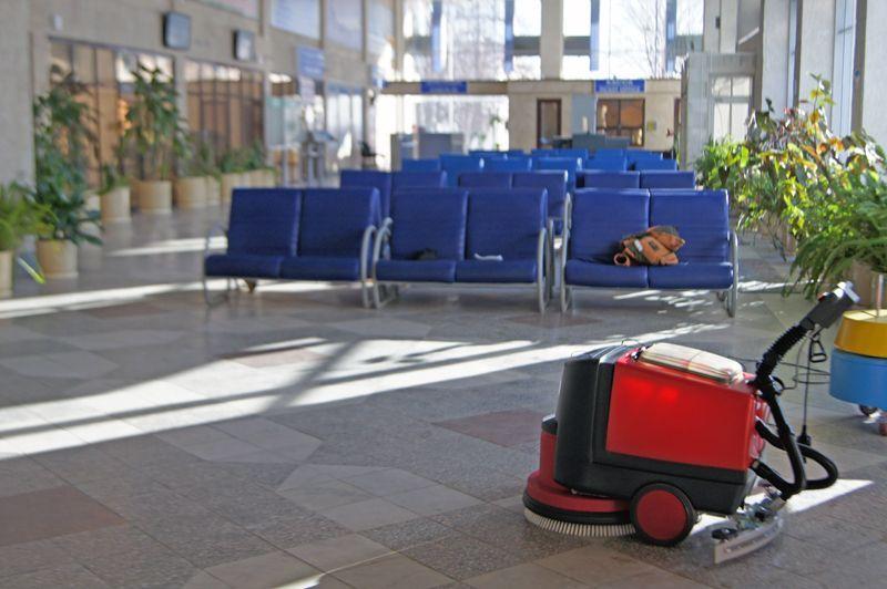 Аэропорт, поломоечная машина