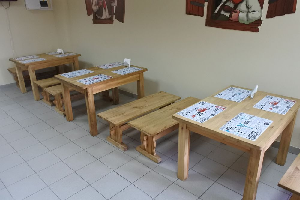 Мебель из массива сосны для бара «Добрая Пинта»