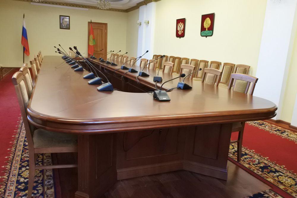 Стол для проведения конференций в конференц-зал администрации Липецкой области