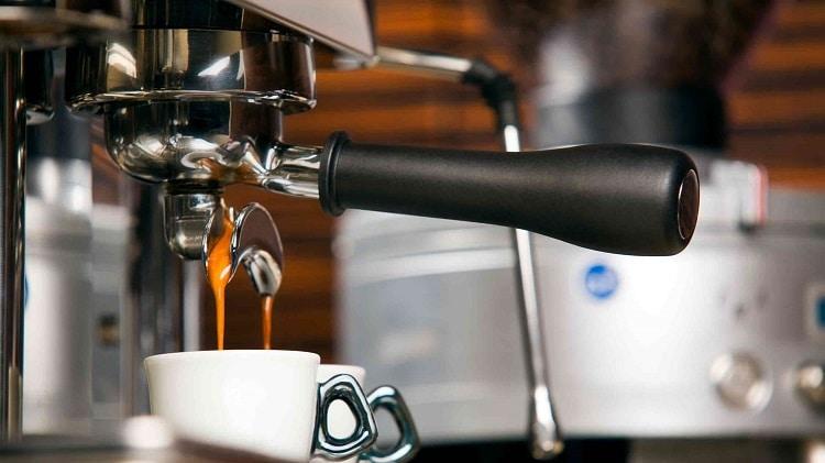 Кофемашины и тиабары: производители, типы и особенности устройств, принцип работы, область применения и преимущества