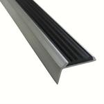 Угловая алюминиевая противоскользящая накладка на ступени с резиновой вставкой (цвет вставок: черный) фото, купить в Липецке | Uliss Trade